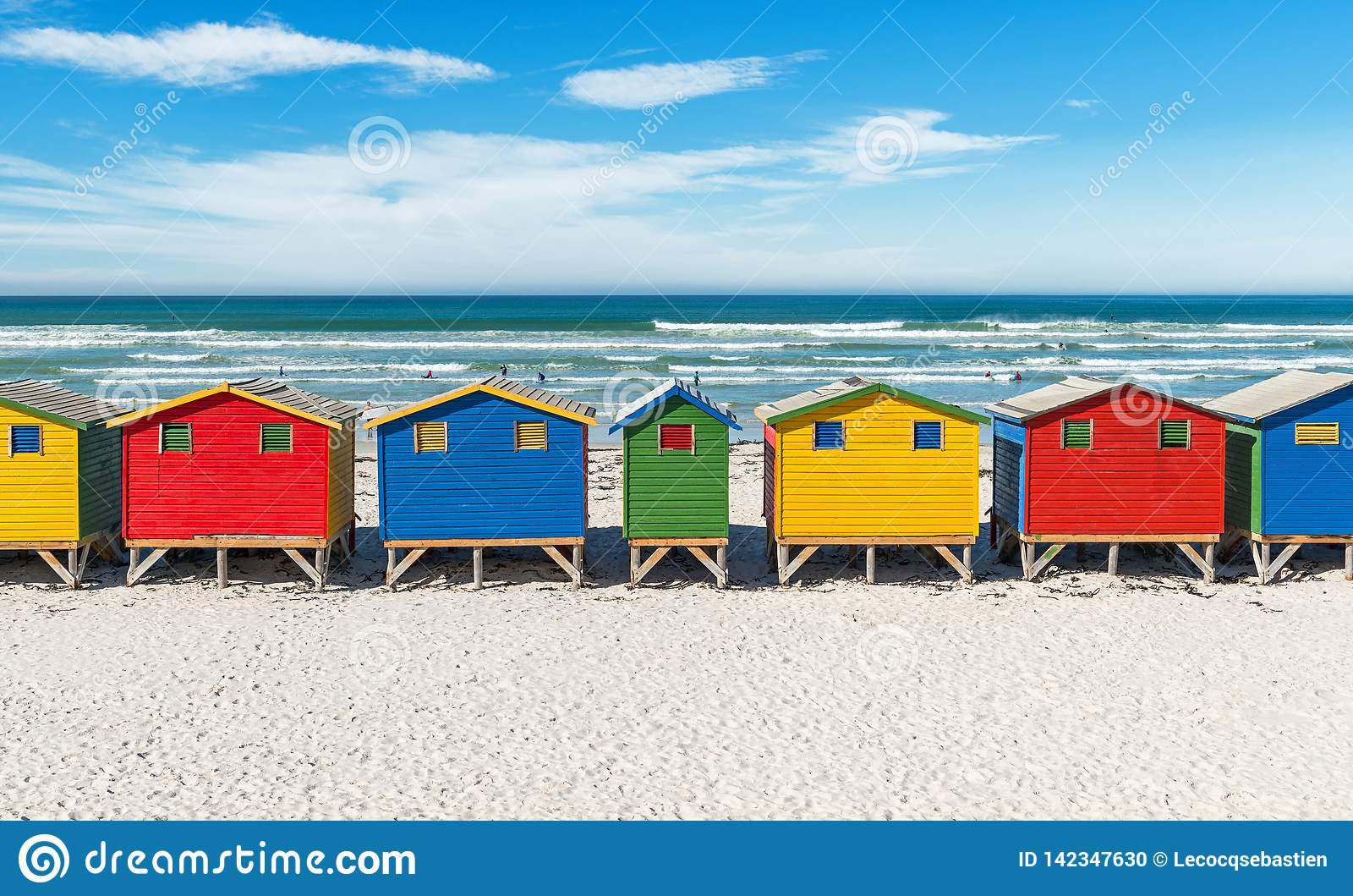 Cabanas da praia de Muizenberg perto de Cape Town, África do Sul