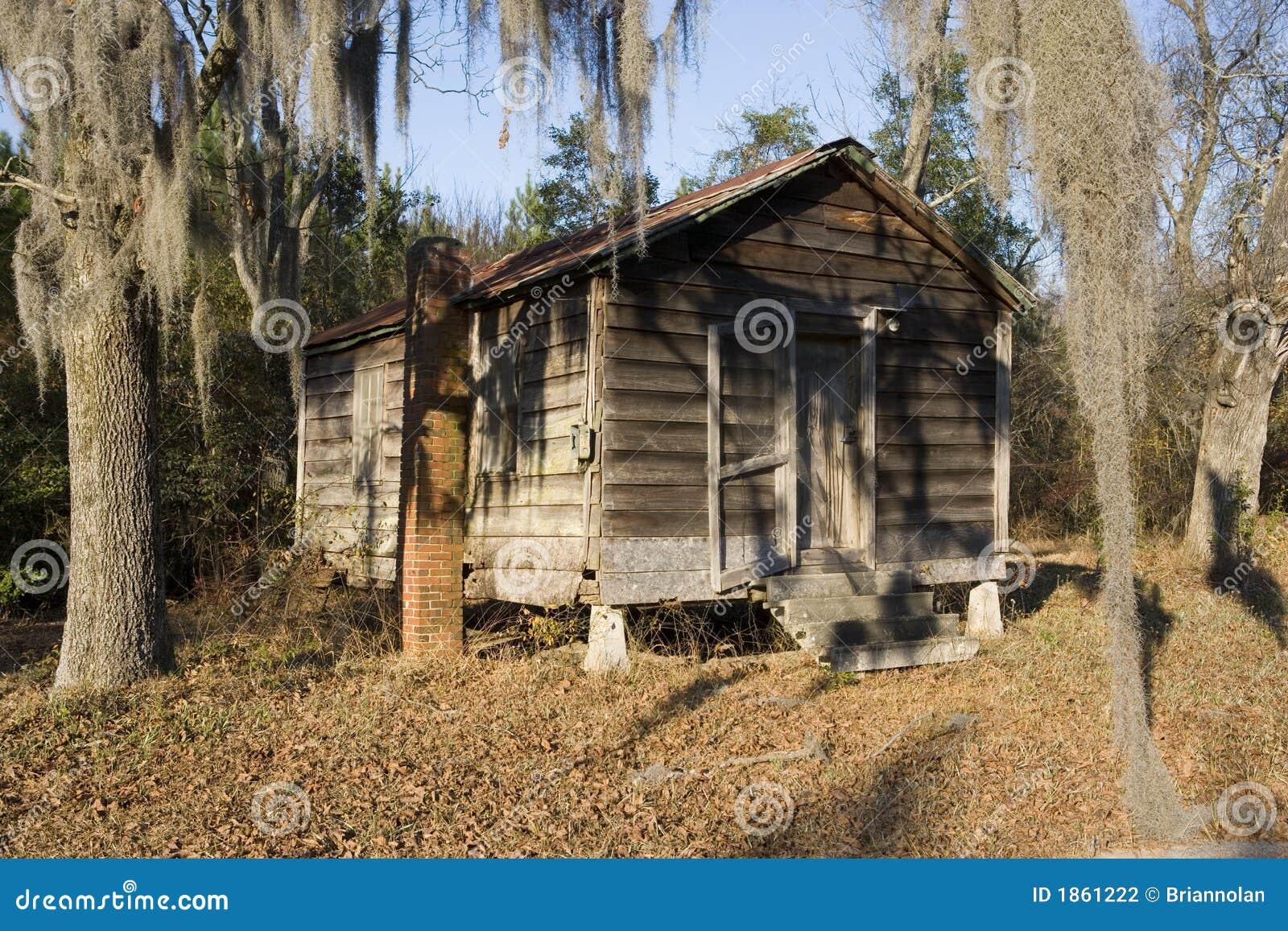 cabane dans les bois photo stock image du cabane oubli. Black Bedroom Furniture Sets. Home Design Ideas