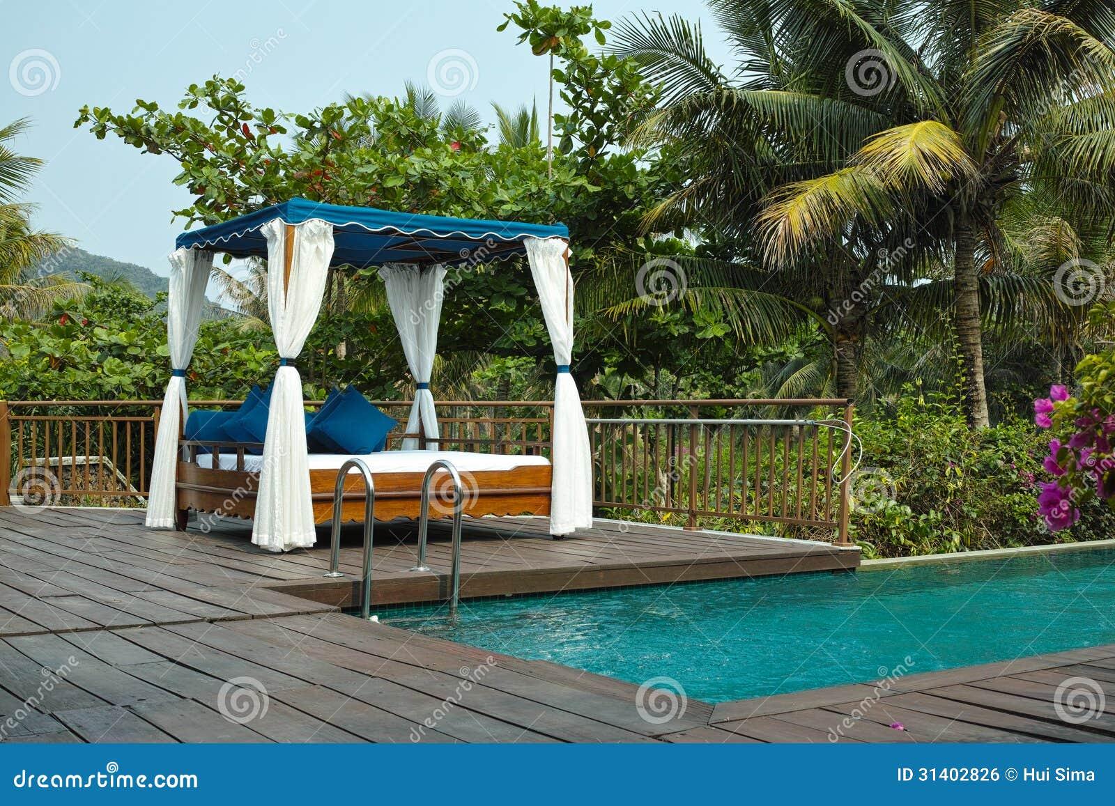 cabane et piscine tropicales photo stock image 31402826. Black Bedroom Furniture Sets. Home Design Ideas