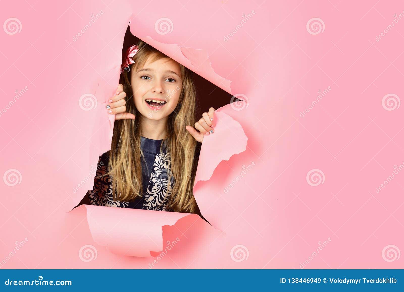 Cabeleireiro e estilo ocasional ou sarja de Nimes Menina com cabelo longo Beleza, forma da criança, cosméticos, cabelo saudável s