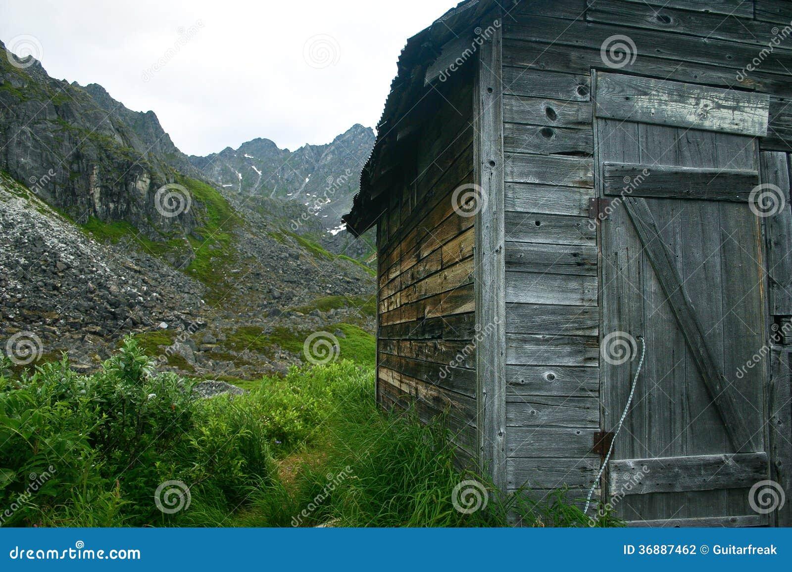 Download Cabina D'Alasca Di Estrazione Mineraria Fotografia Stock - Immagine di battimento, weathered: 36887462