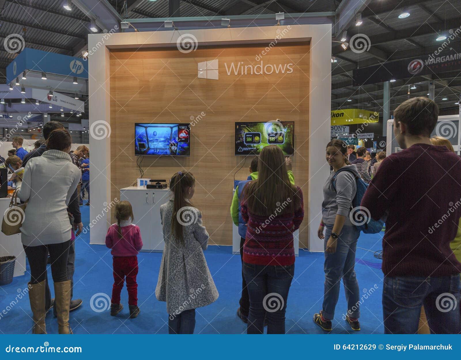 Cabina de la compañía de Microsoft en la ECO 2015, la feria profesional más grande de la electrónica de Ucrania