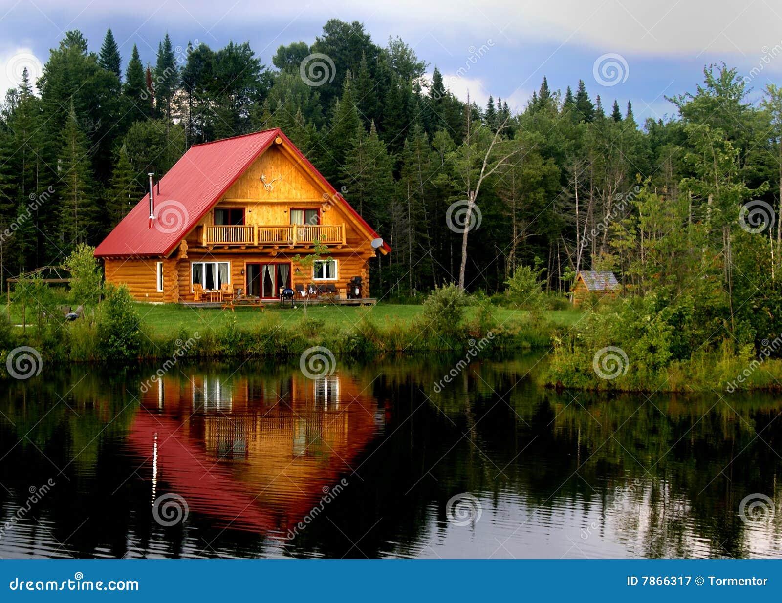 Cabina de registro en un lago
