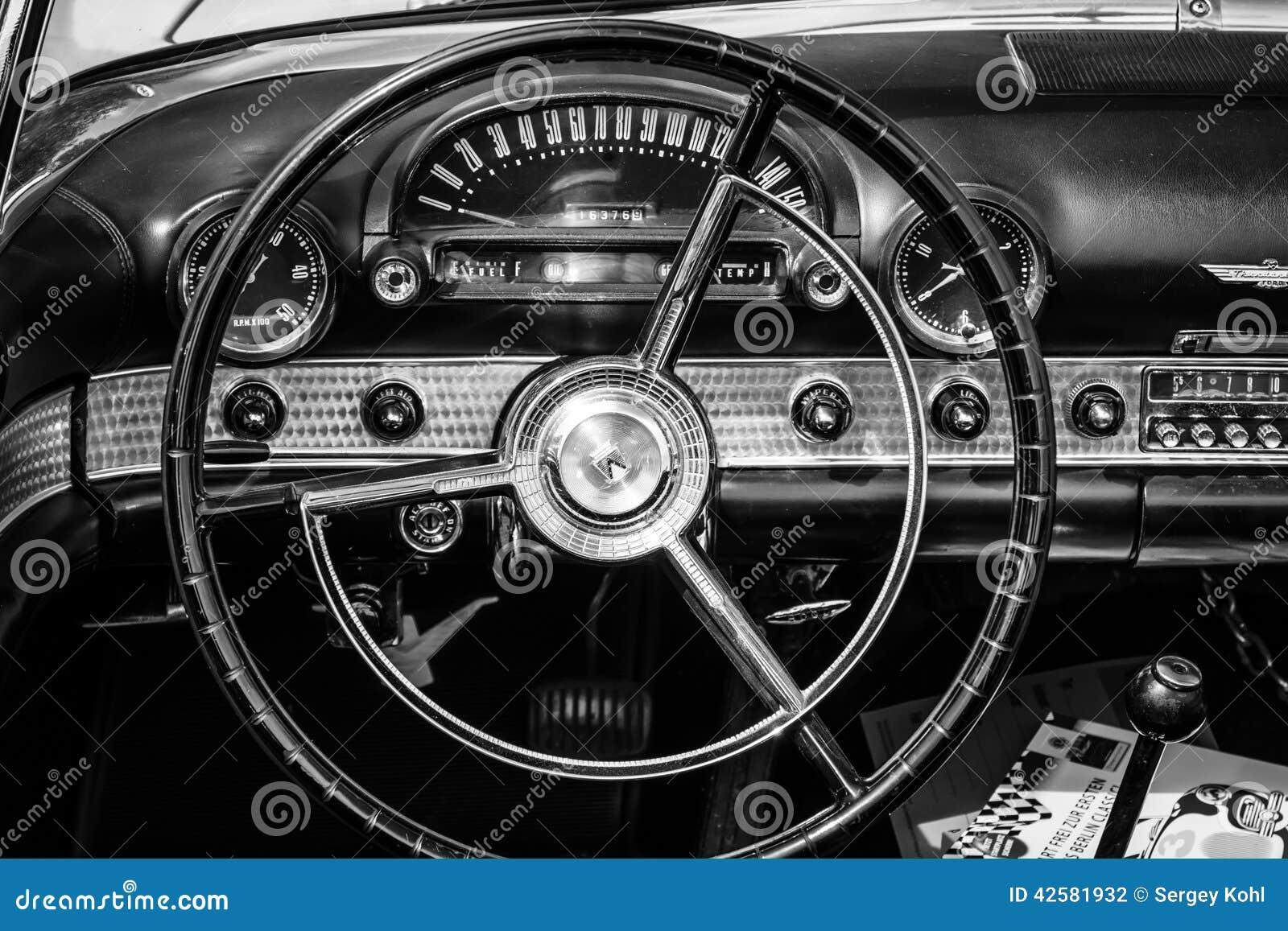 Cabina dell 39 automobile di lusso personale ford thunderbird for Planimetrie della cabina di lusso