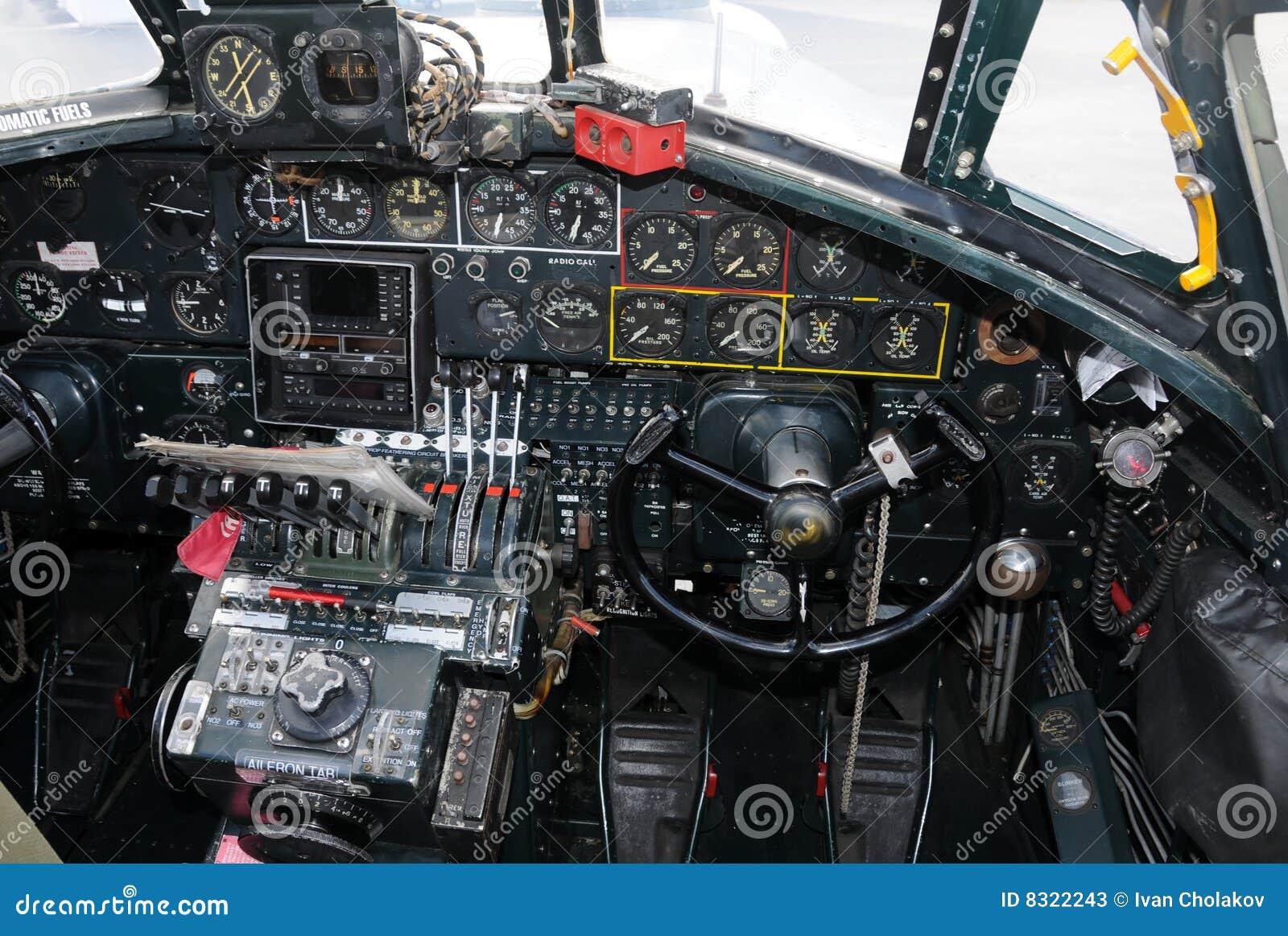 Cabina di guida del bombardiere vecchia immagine stock for Cabina del biscotto di marthastewart com