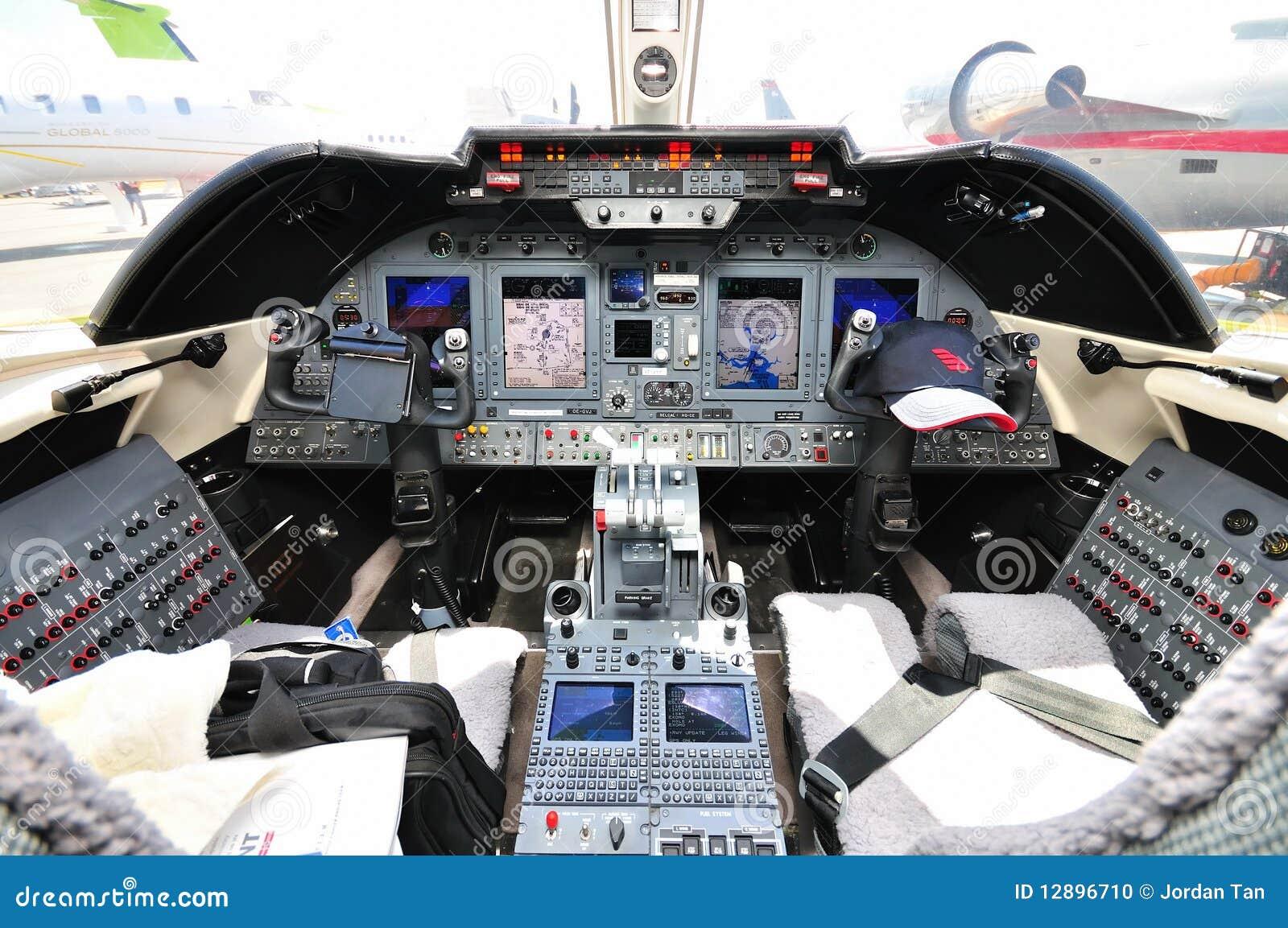 Jet Privato Prezzo Acquisto : Cabina di guida del jet privato a singapore airshow
