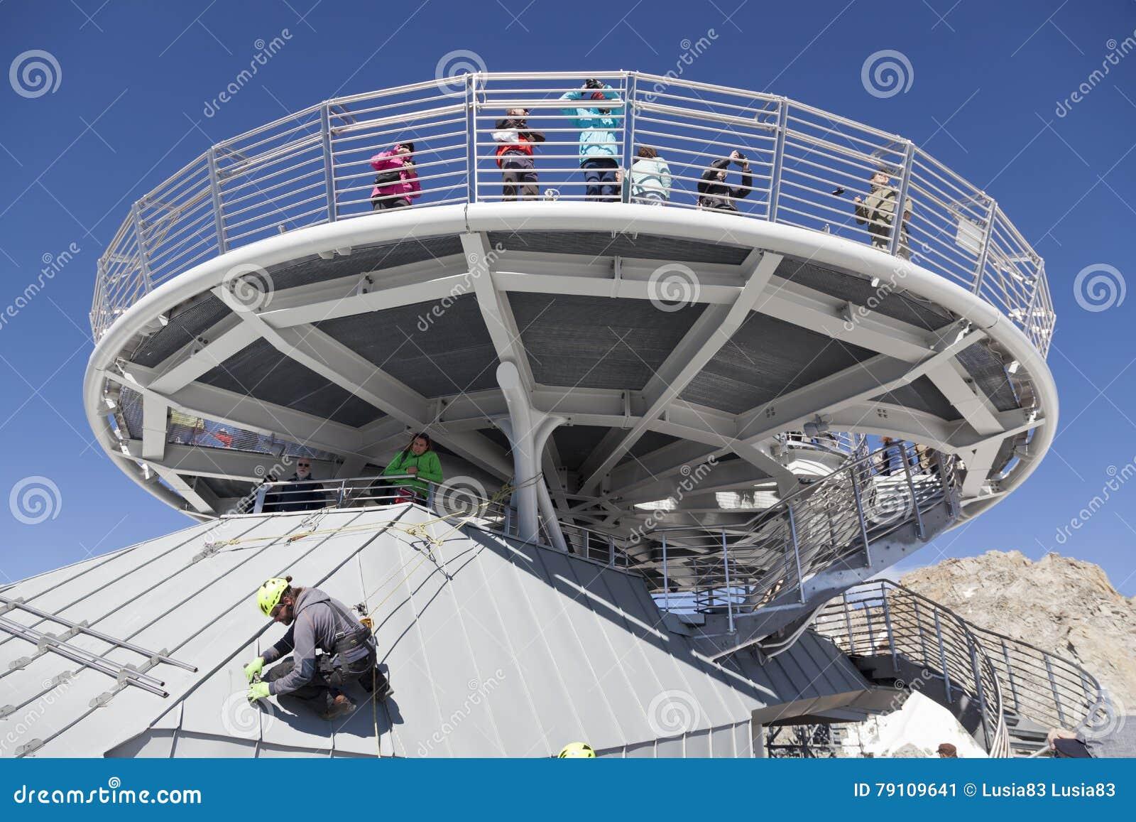 Cabina di nuova teleferica skyway monte bianco dal lato for Monte alloro affitti di cabina