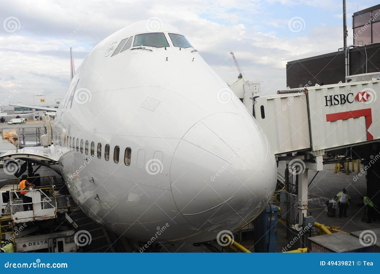 Cabina di pilotaggio di boeing 747 fotografia editoriale for Cabina principale delta