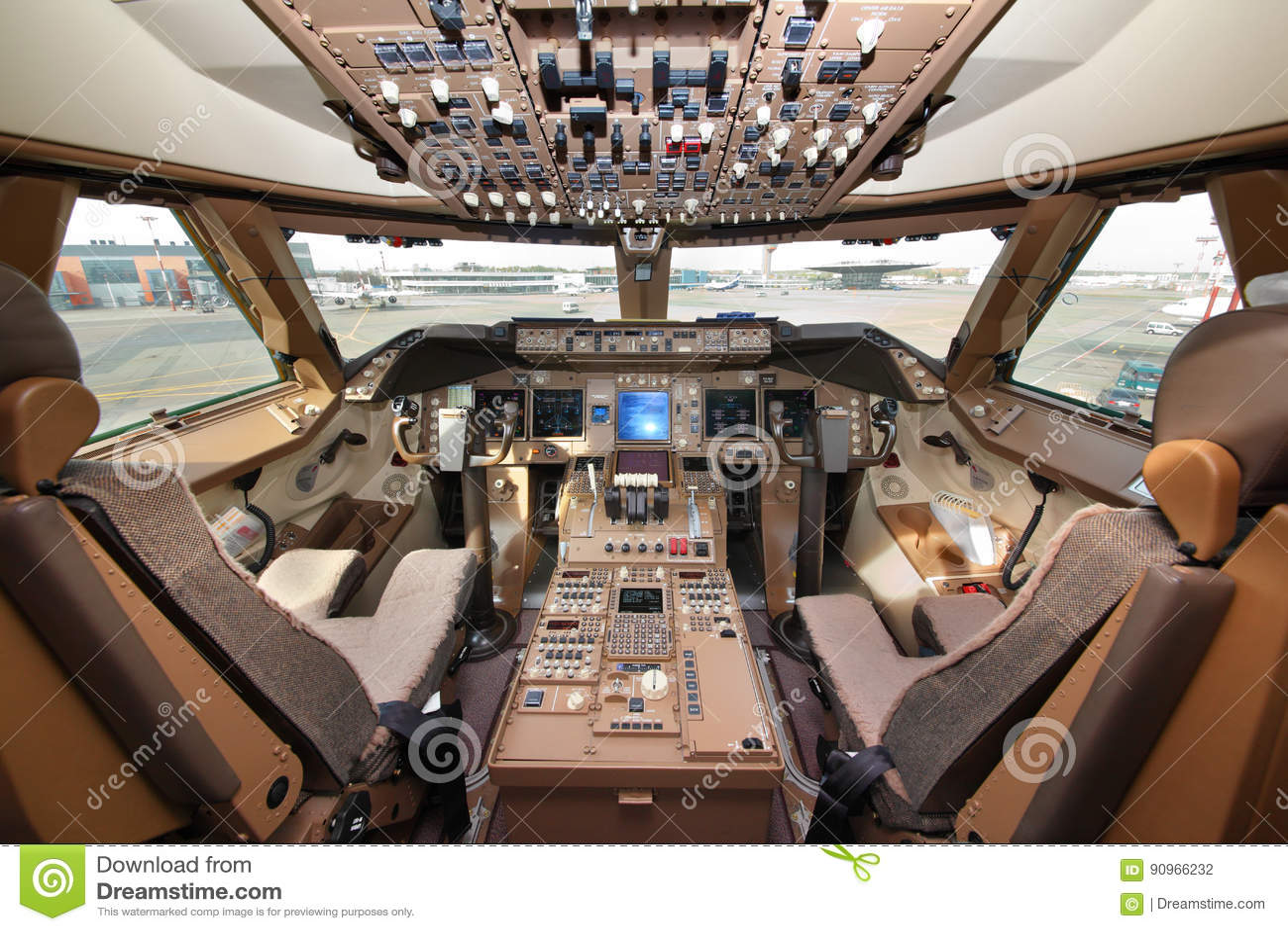cabina di pilotaggio di boeing 747 800 del carico del