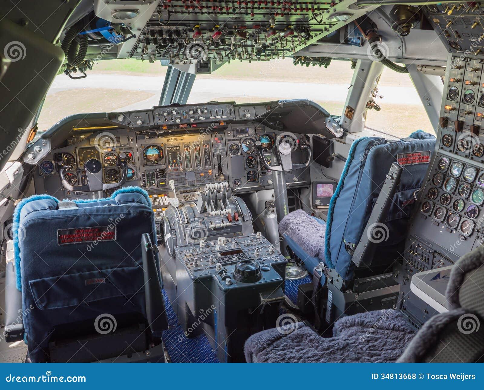 Cabina di pilotaggio di un jumbo jet fotografie stock for Animali domestici della cabina di nashville