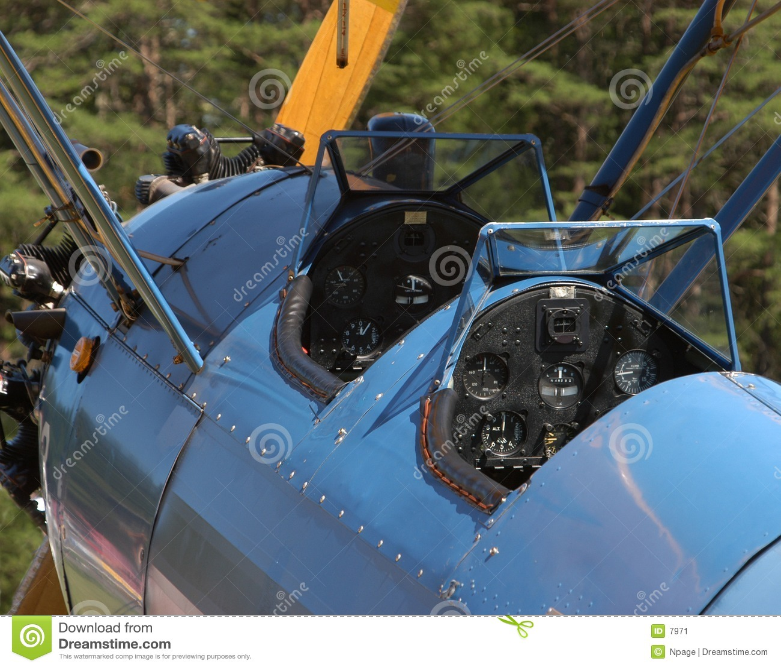 Cabina do piloto do biplano do vintage