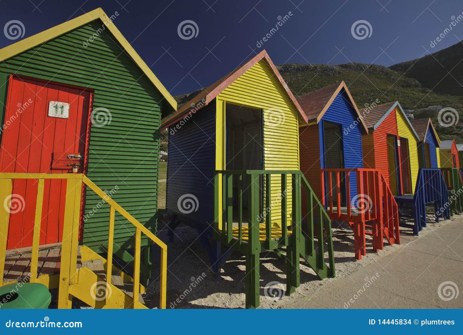 Cabine cambianti di legno alla spiaggia citt del capo for Cabine di legno di whitetail