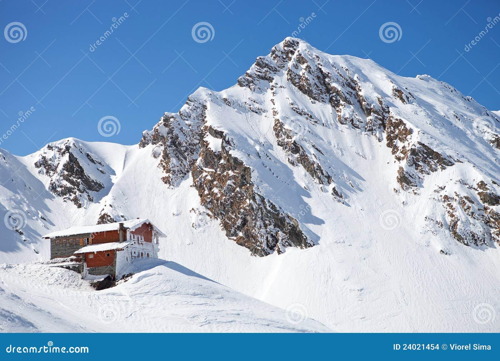 Cabine dans la montagne carpathienne