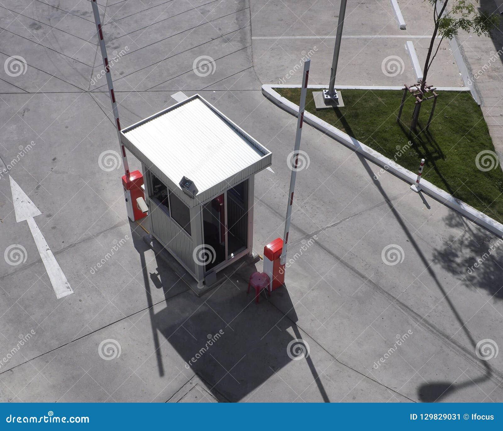 Cabine de sécurité avec les barrières ouvertes