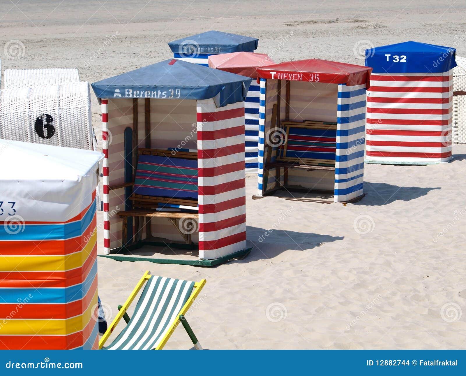 Cabine della spiaggia immagini stock immagine 12882744 for Cabine sulla sponda nord