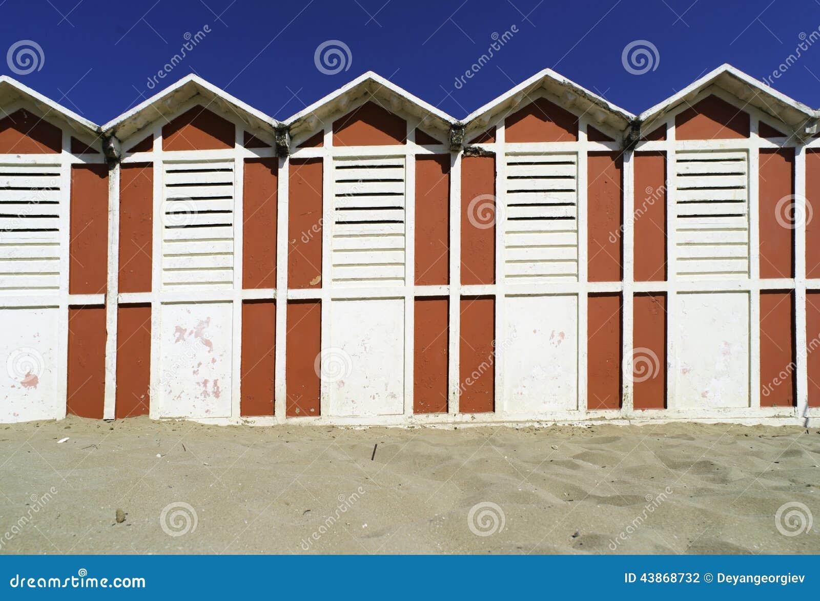 cabine di legno sulla spiaggia fotografia stock immagine ForCabine Di Legno Di Whitetail