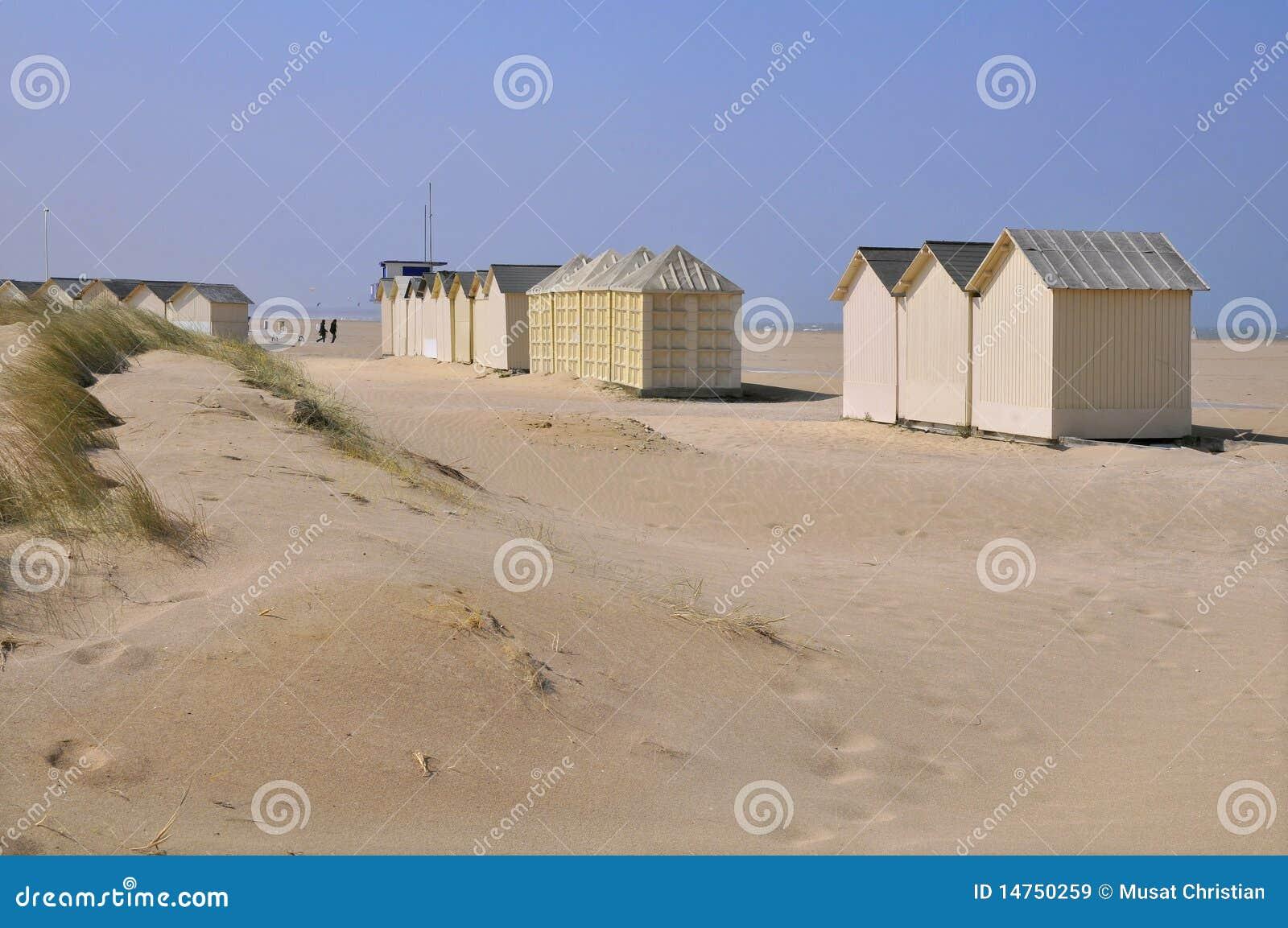 cabines de plage sur les dunes image stock image 14750259. Black Bedroom Furniture Sets. Home Design Ideas