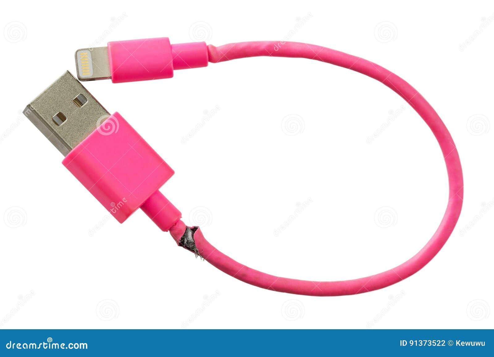 Cable elegante quebrado del rosa USB del cargador del teléfono aislado en la parte posterior del blanco