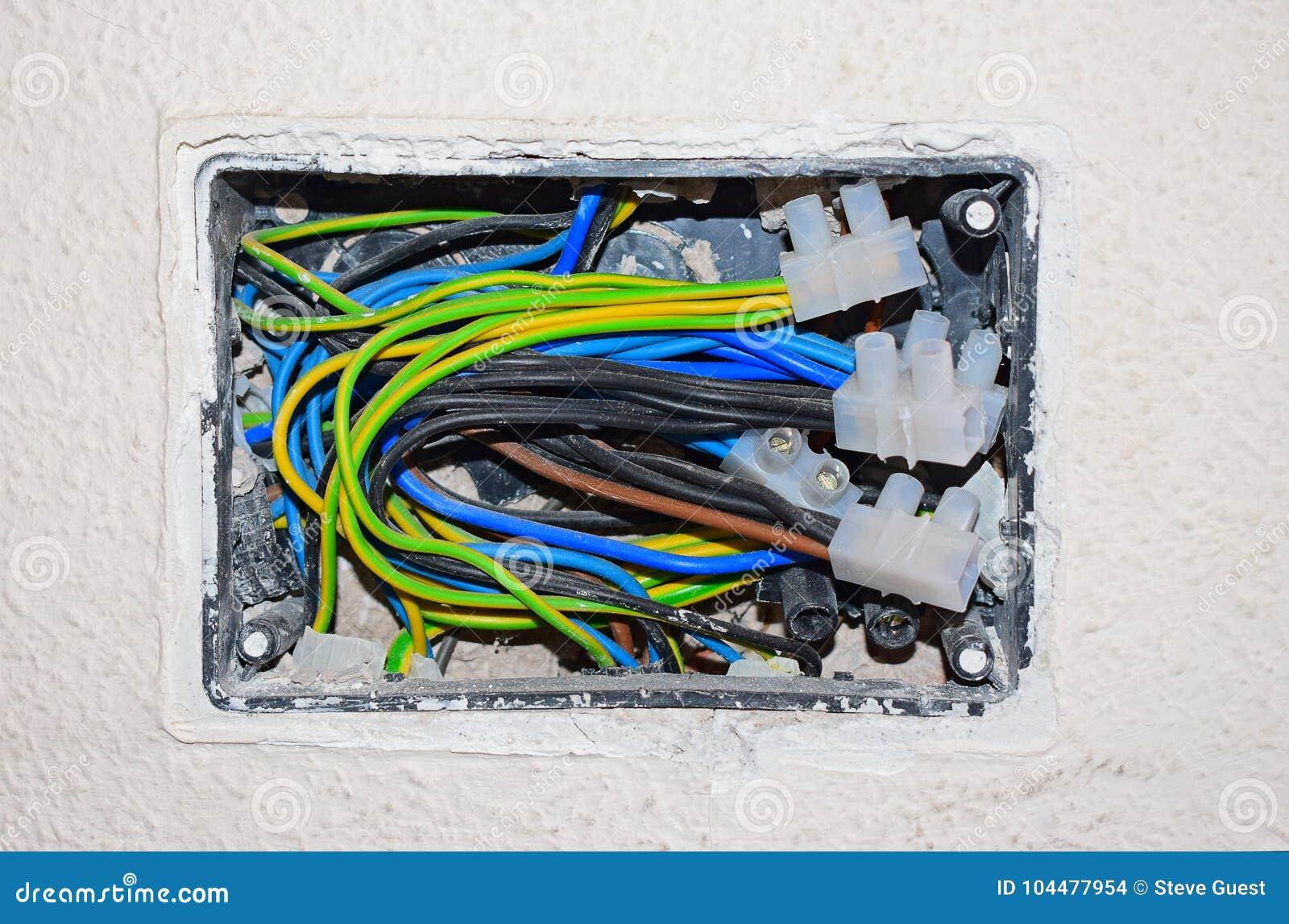 Cableado eléctrico expuesto