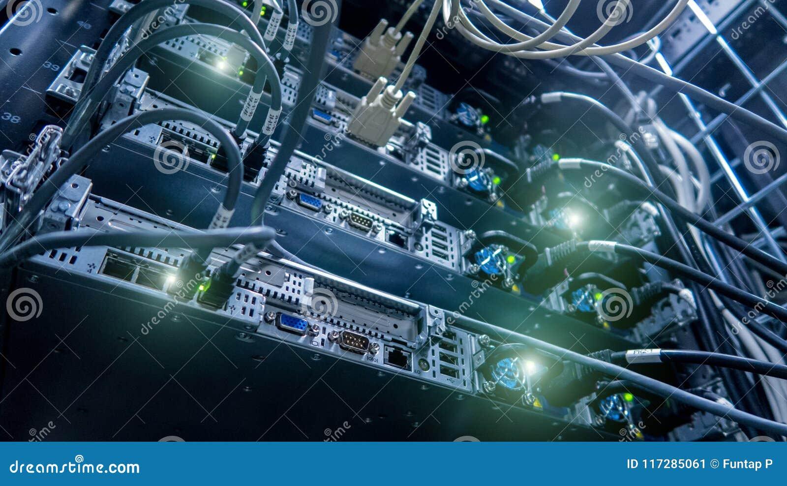 Cables de la red conectados con el interruptor Eje de la red