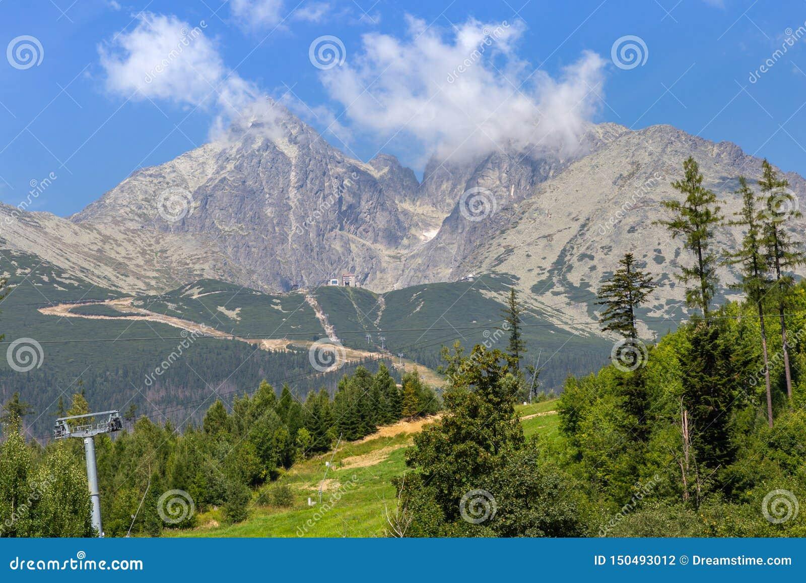 Cablewayväg till berg i nationalparken, Slovakien