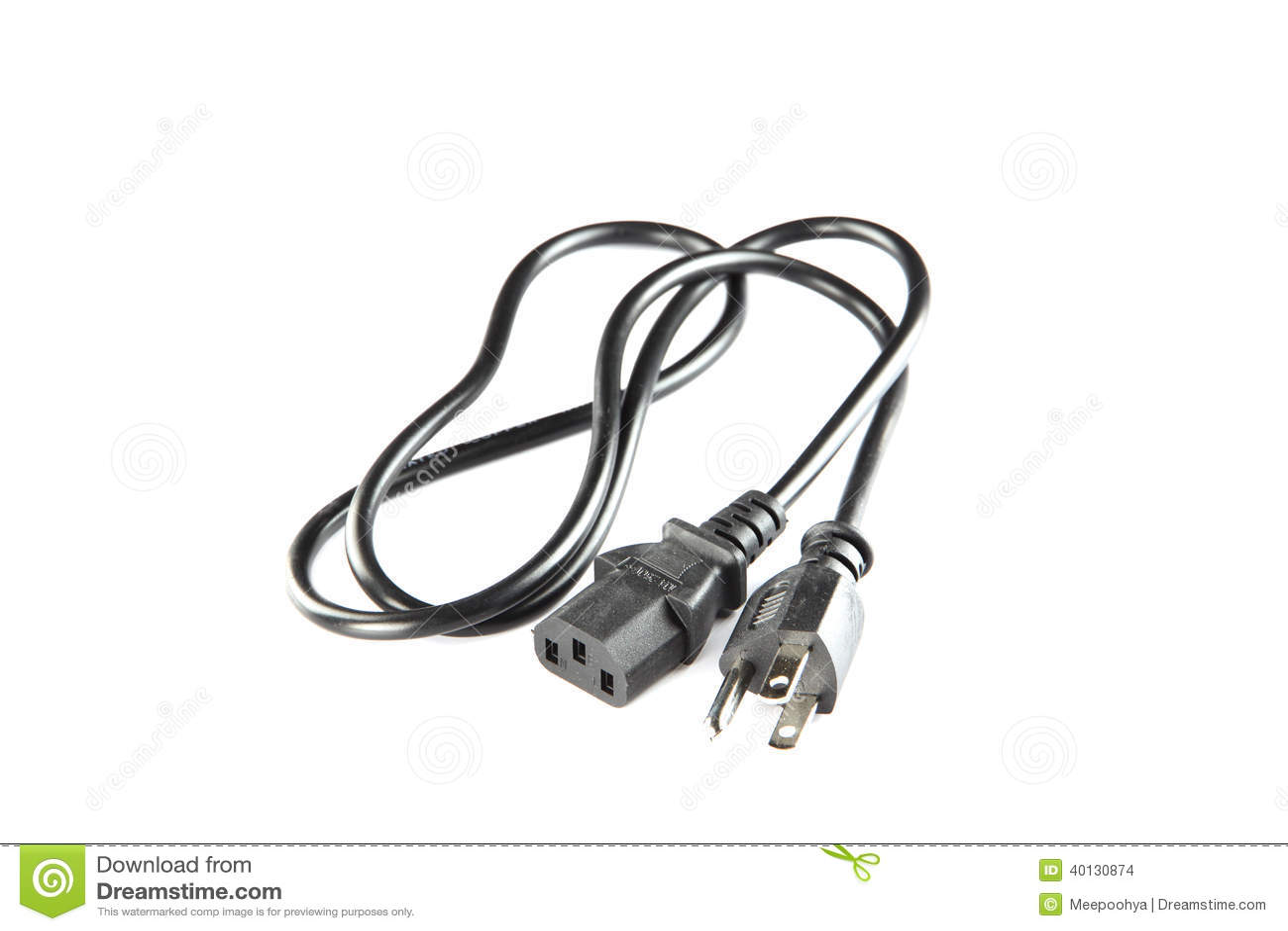 Cabo distribuidor de corrente preto da tomada e do soquete isolados.