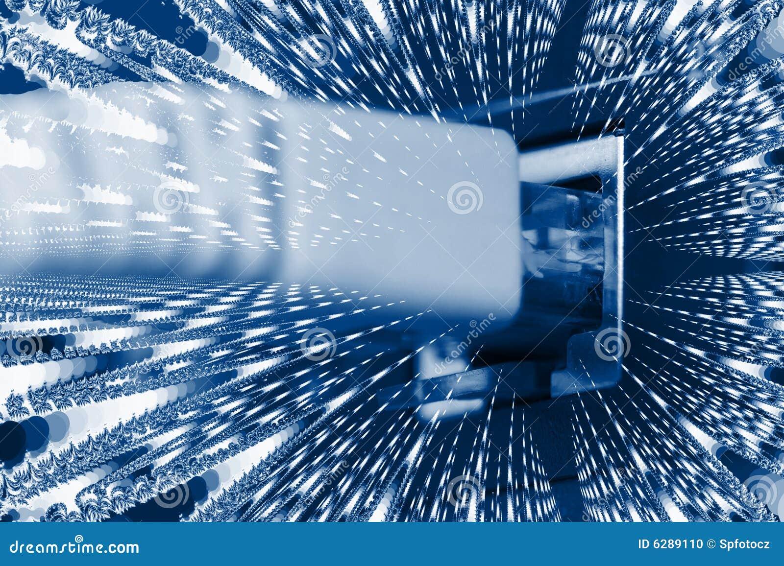Cabos óticos da fibra conectados a um interruptor
