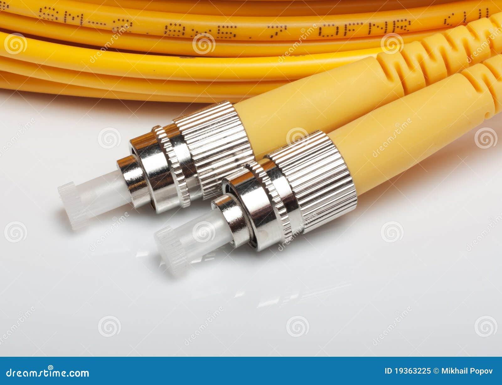 Cabos de correcção de programa torcidos da fibra óptica.