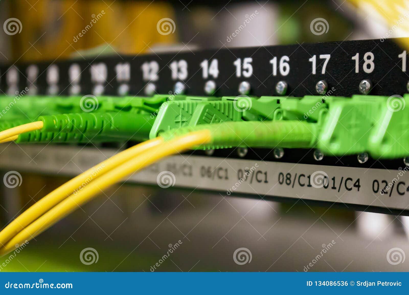 Cabos de fibra ótica, Internet, uma comunicação, rede