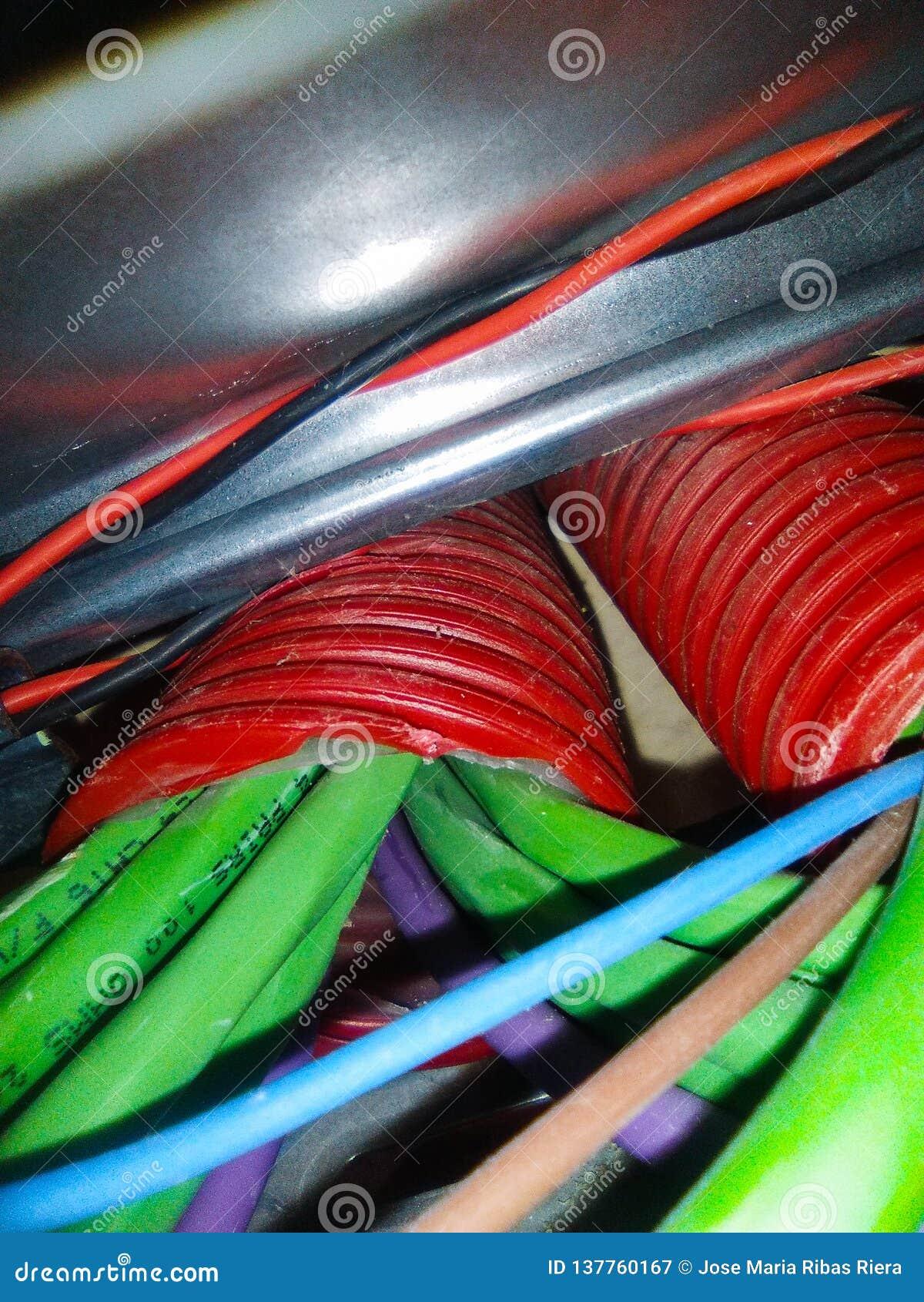 Cabos elétricos e da rede