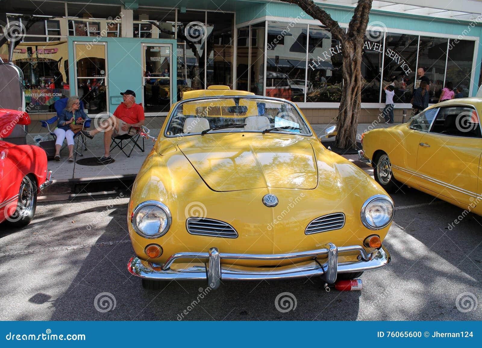 Cabrio clásico de Volkswagen Karmann Ghia