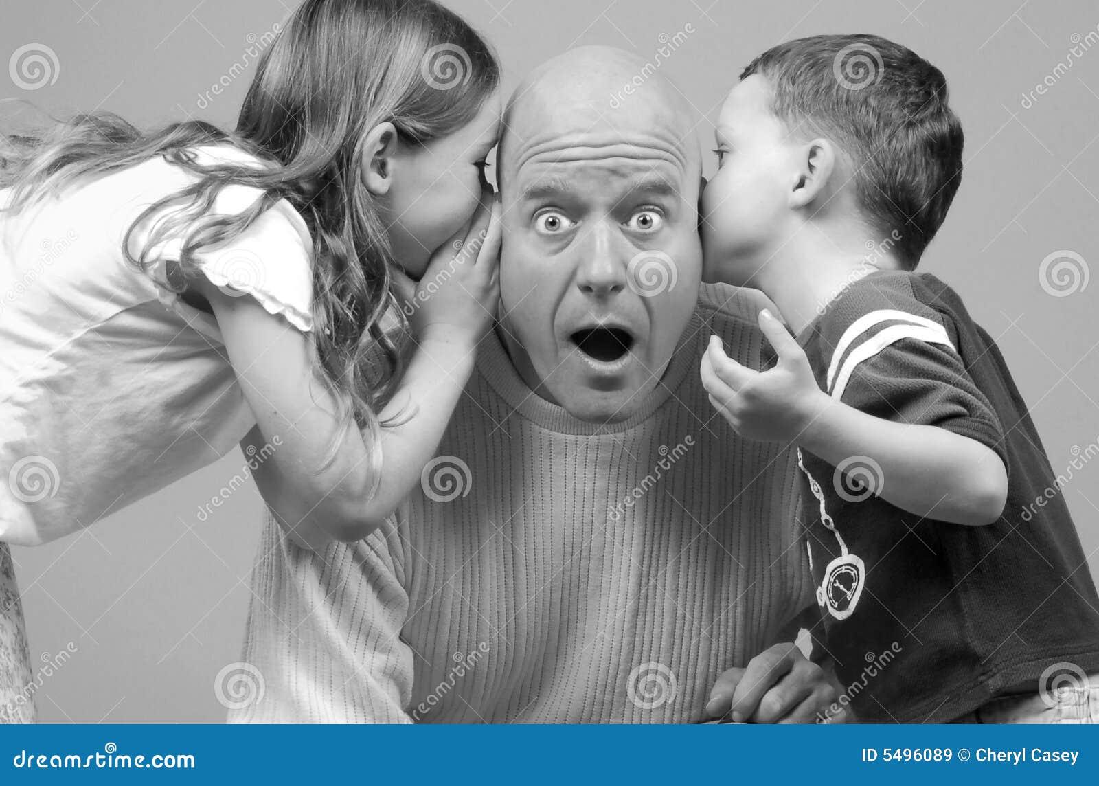 Cabritos que susurran al papá