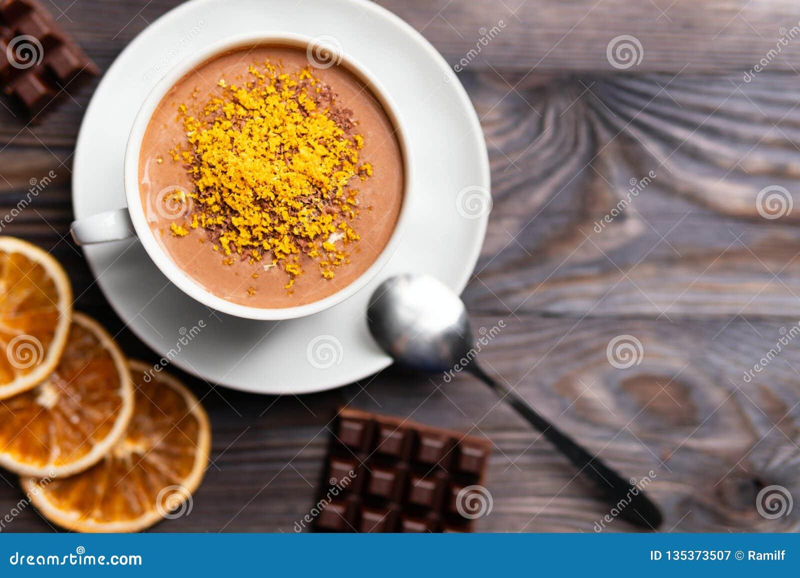 Cacaodrank met oranje schil