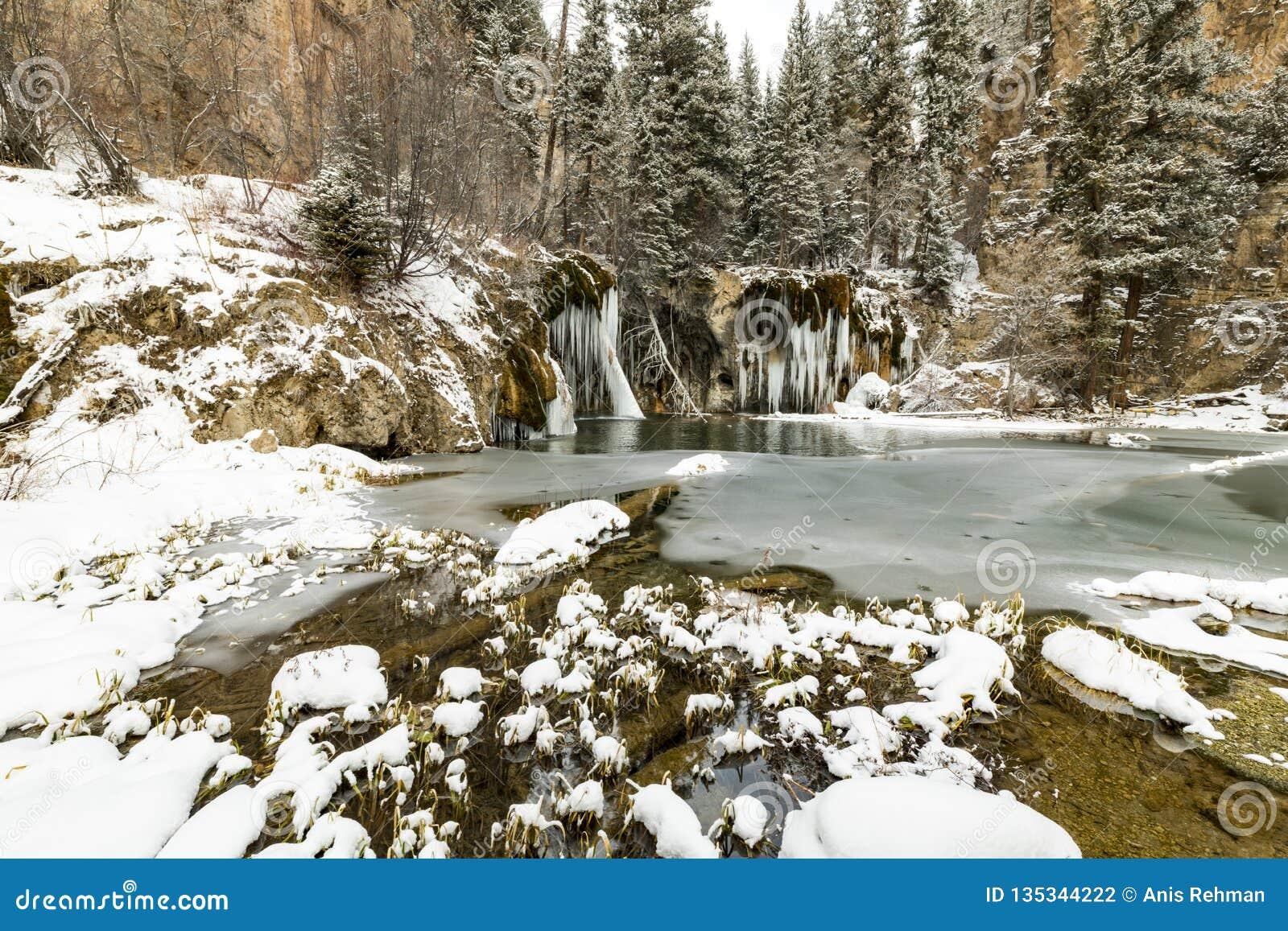 Cachoeira congelada, neve, lago, montanhas, cores, natureza