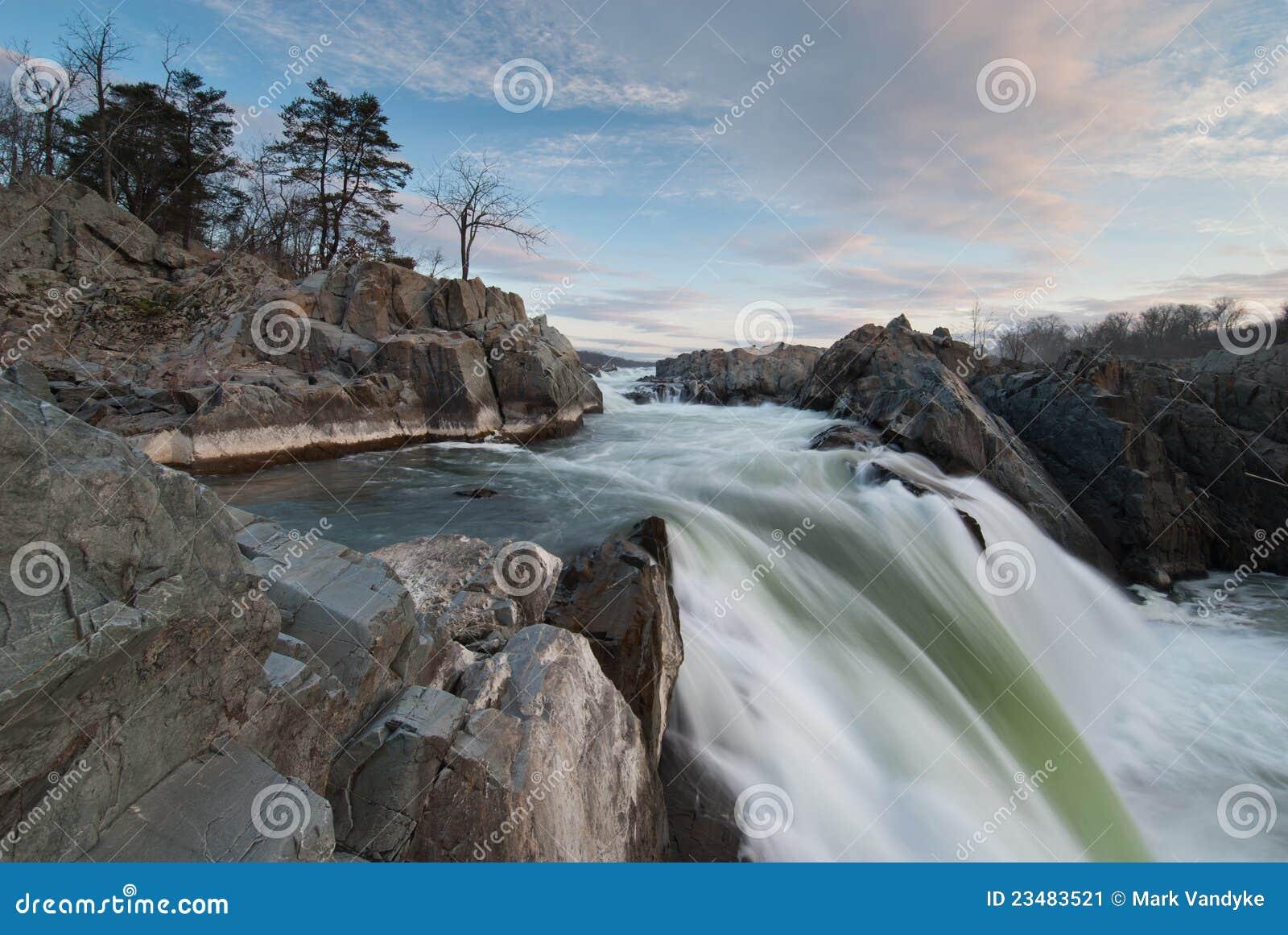 Cachoeira das grandes quedas de rio de Potomac