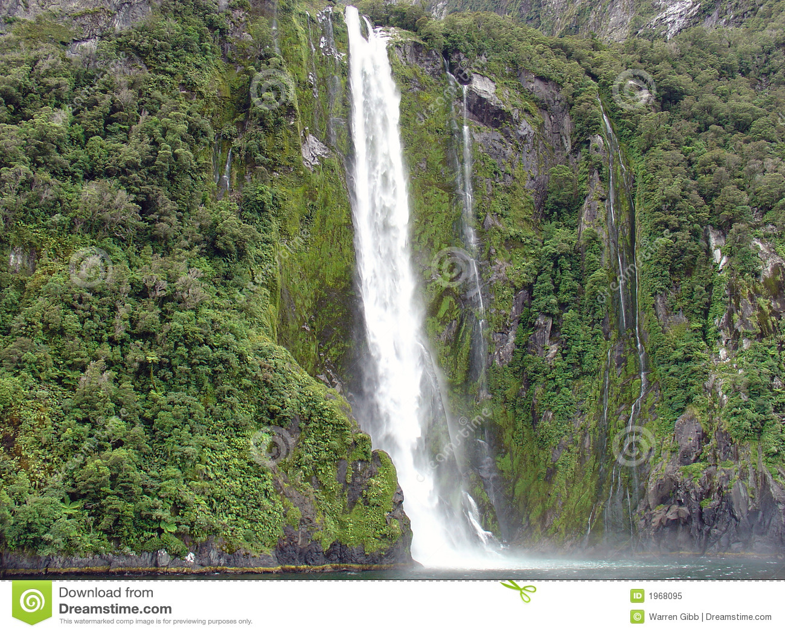 Cachoeira de Milford Sound, Nova Zelândia
