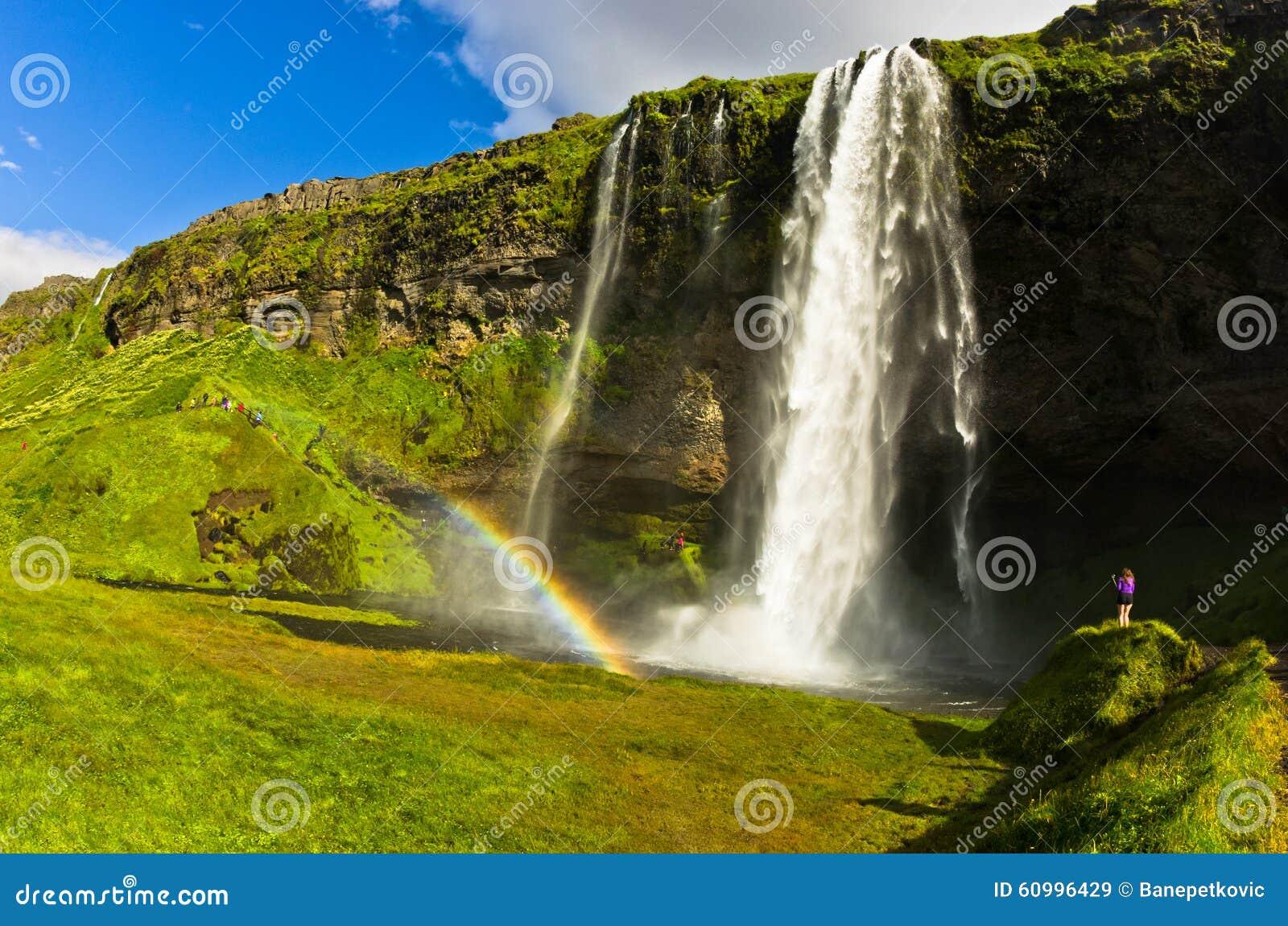 Cachoeira de Seljalandsfoss do rio Seljalandsa, Islândia sul