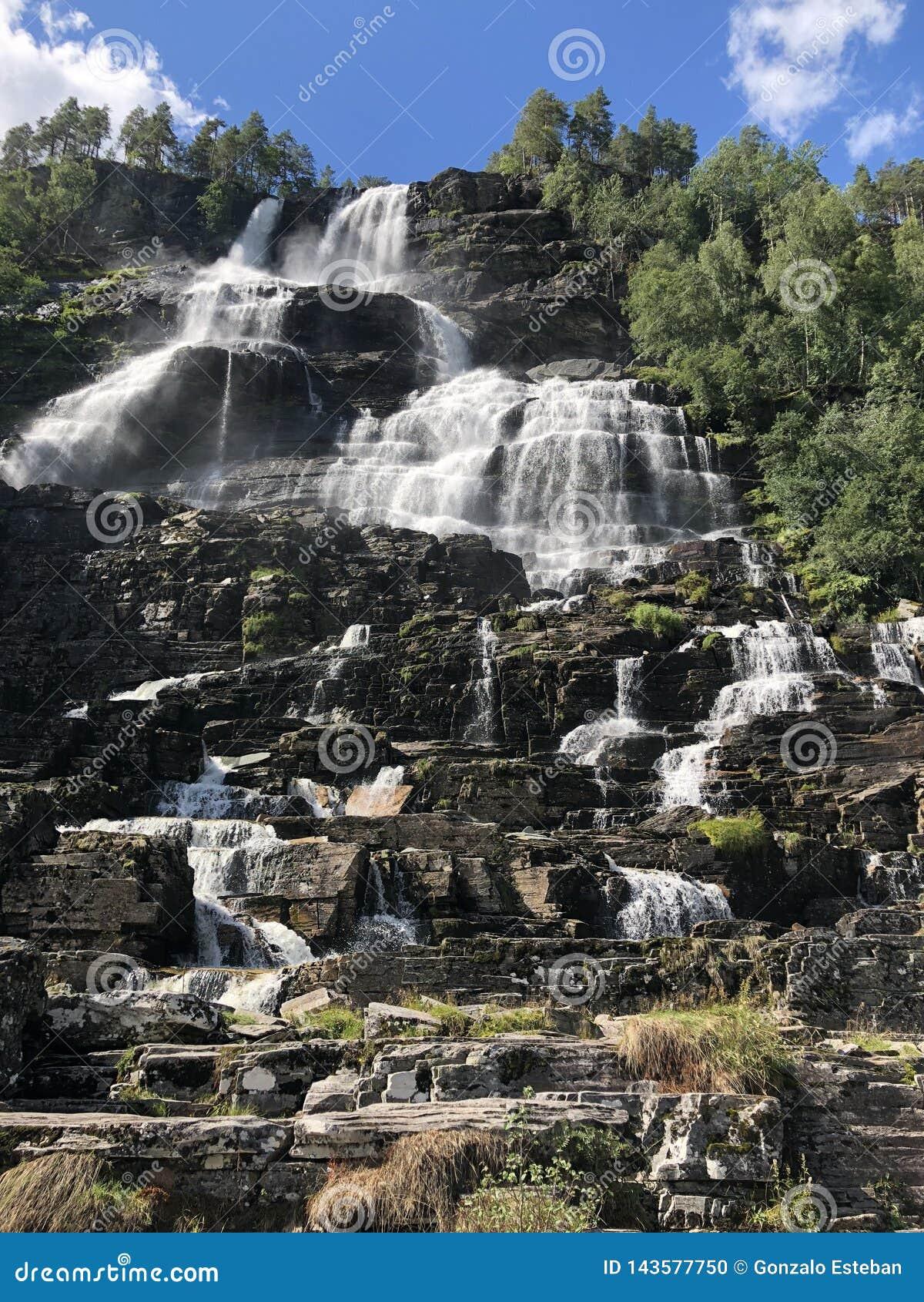 Cachoeira de Tvindefossen, Noruega
