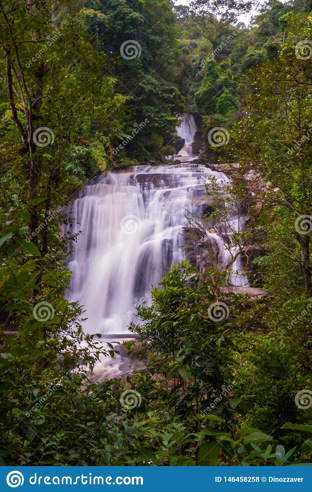 Cachoeira de Wachirathan, Tailândia