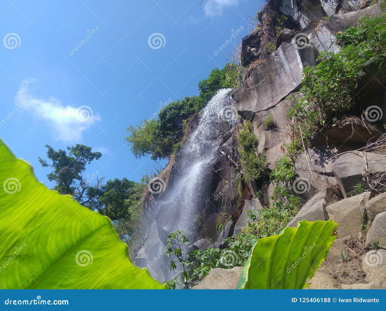 Cachoeira em Coban Putri Malang Java Indonesia do leste