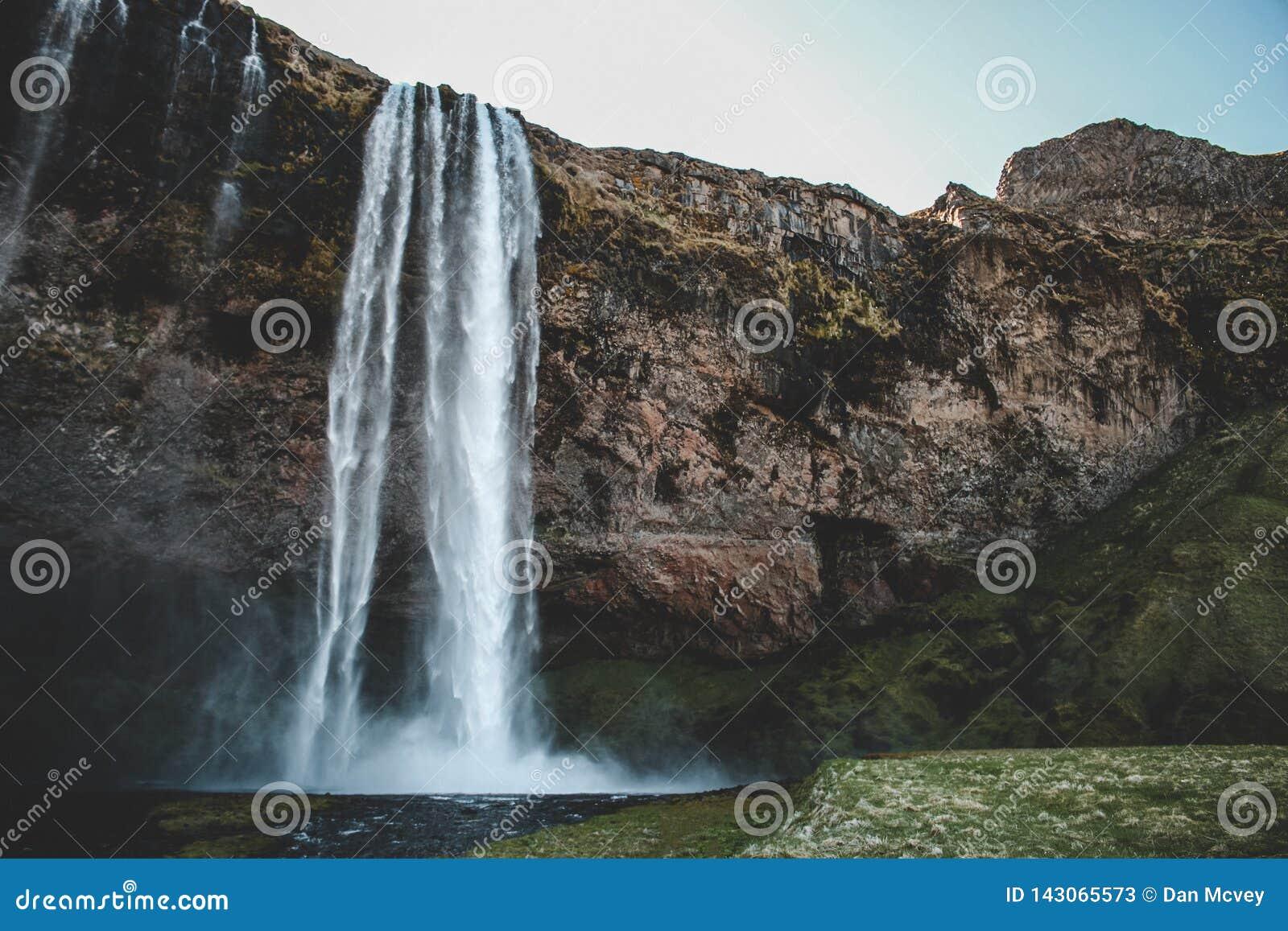 Cachoeira em Islândia