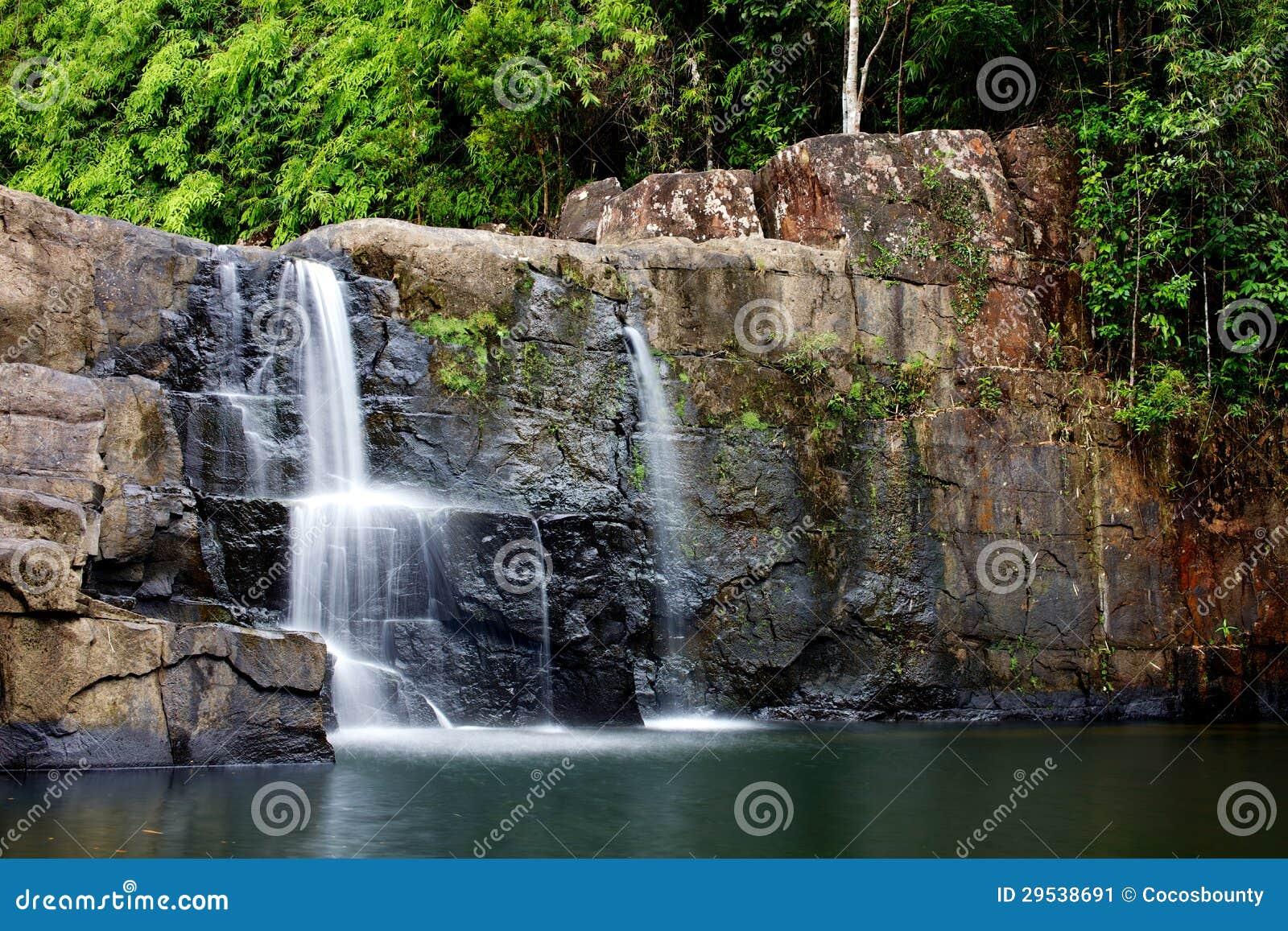 Cachoeira na selva, Tailândia