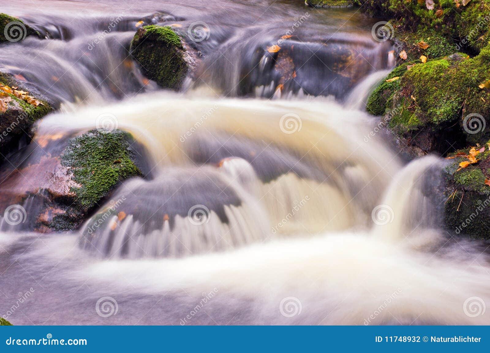 Cachoeira no movimento lento