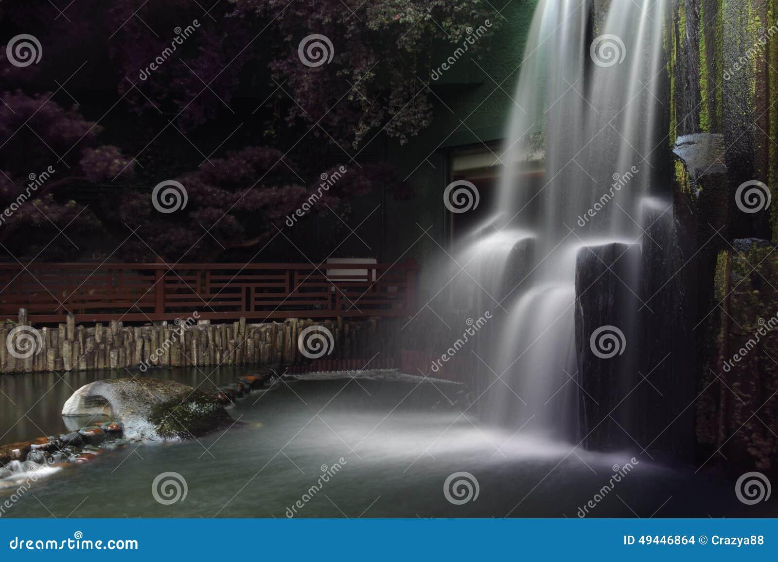 Cachoeira, qui Lin Nunnery