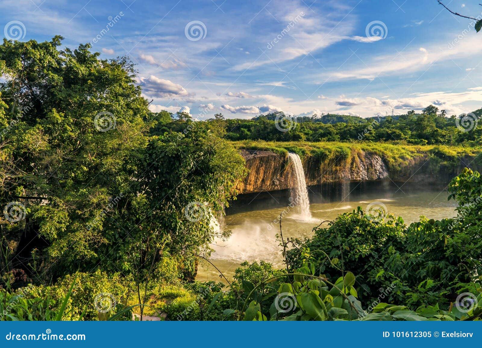 Cachoeira seca Nur seco de Nur da cachoeira, Vietname