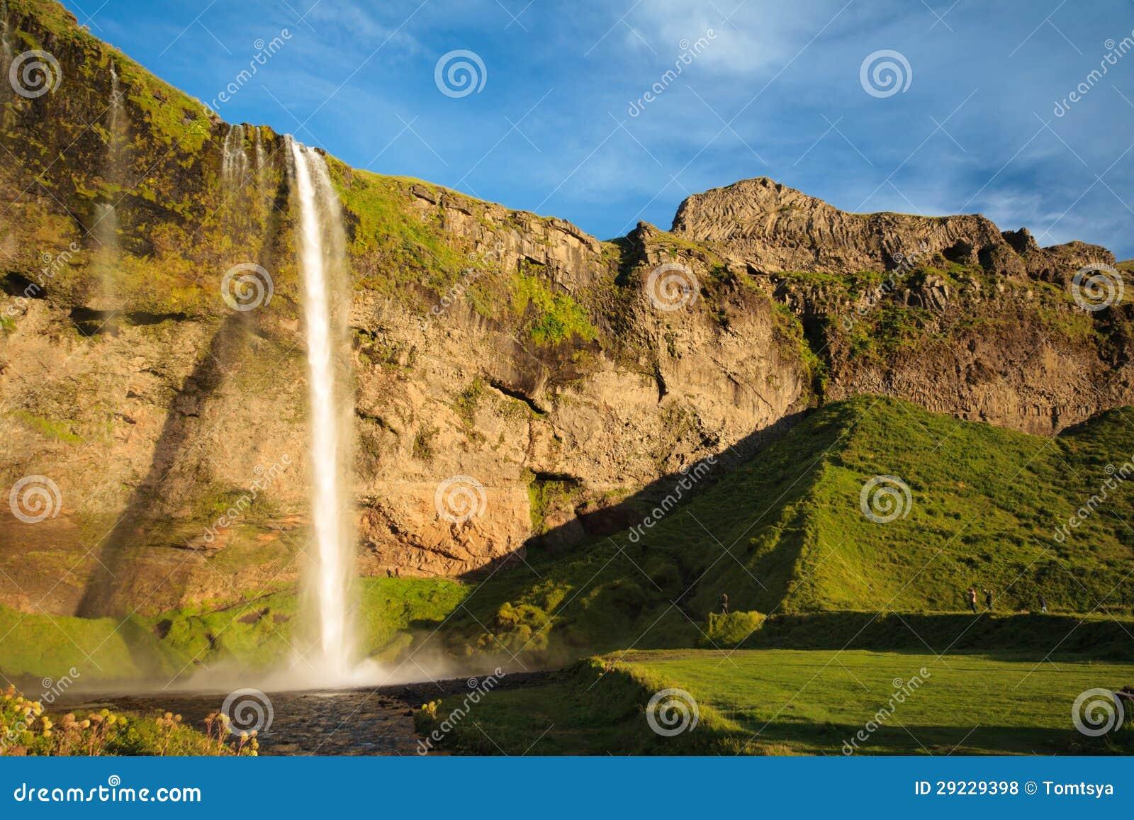 Download Cachoeira Surpreendente Em Islândia Foto de Stock - Imagem de frio, altura: 29229398