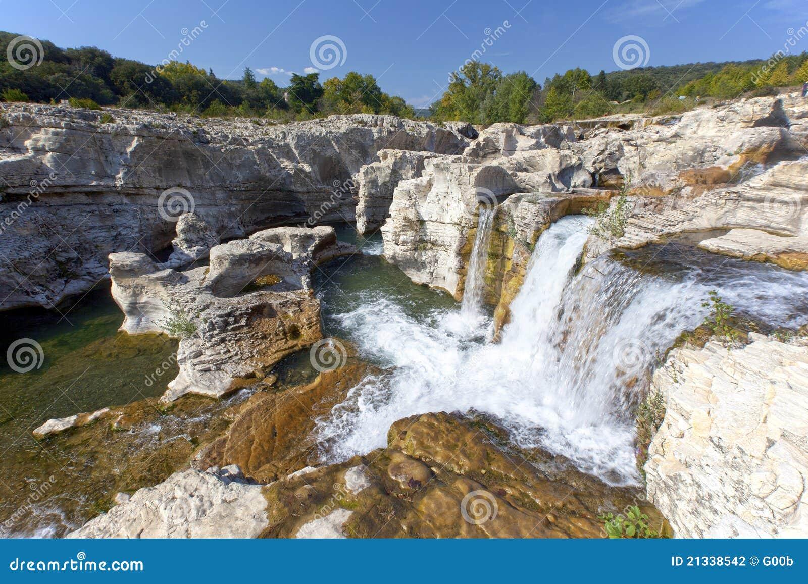 Cachoeiras de Sautadet em France do sul