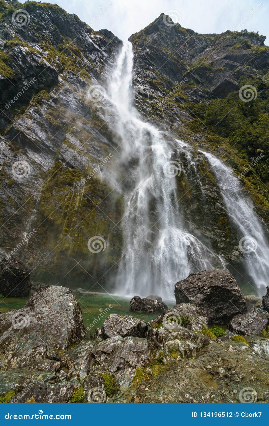 Cachoeiras poderosas, quedas do earland, southland, Nova Zelândia 8