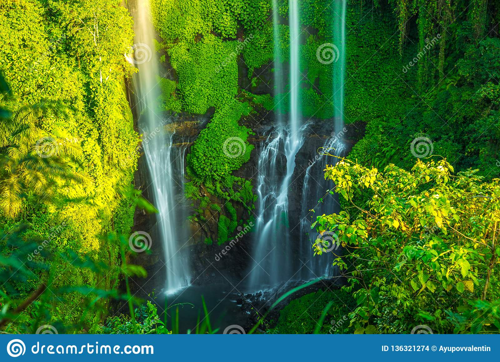 Cachoeiras tropicais de Sekumpul na ilha de Bali, Indonésia