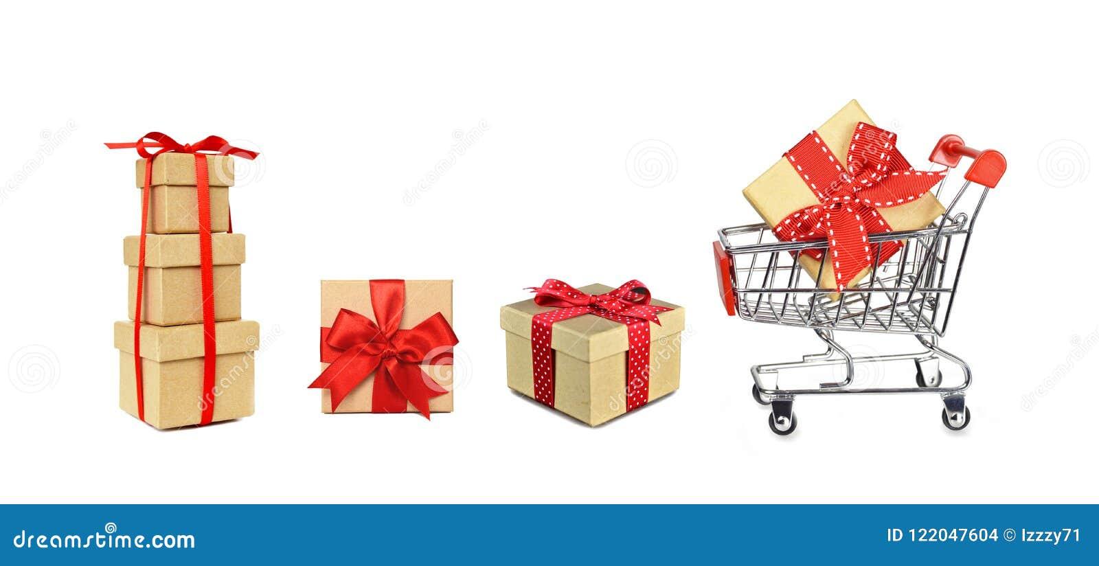 Caddie et cadeaux de Noël d isolement sur le blanc
